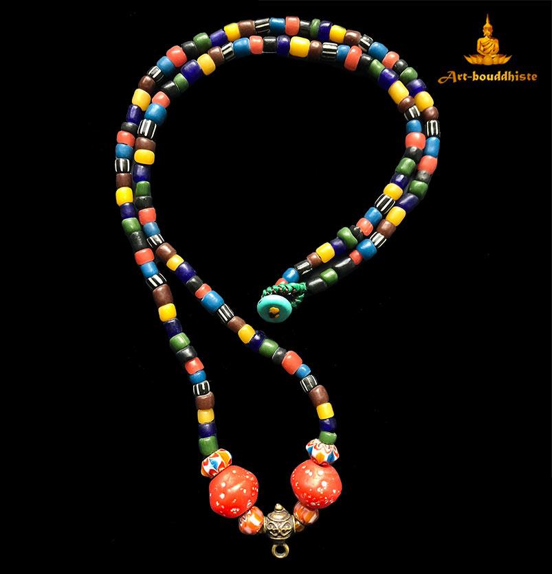 collier bouddhiste porte amulette